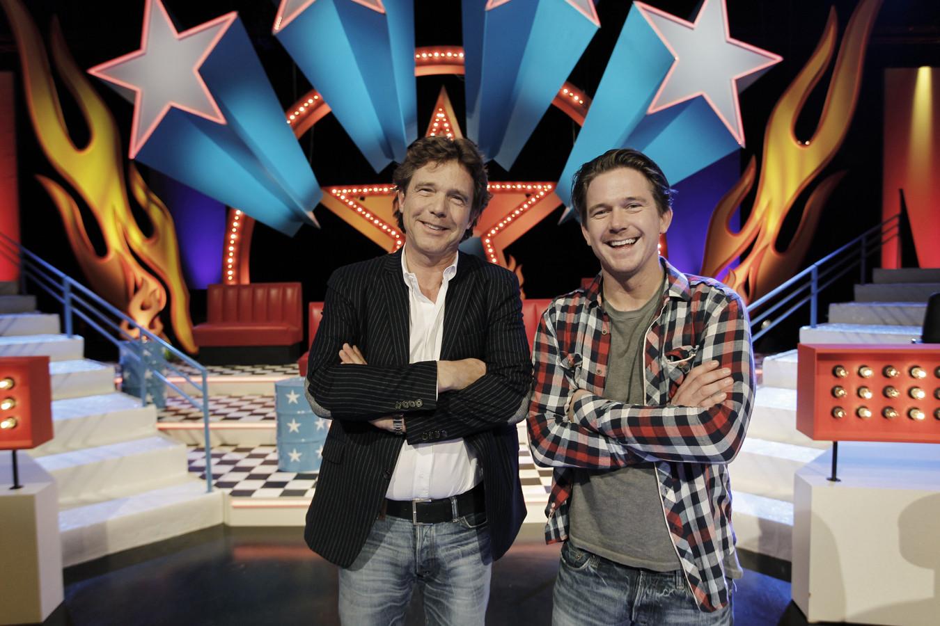 Johnny de Mol en zijn vader John in 2010 tijdens de presentatie van Beat De Mol.