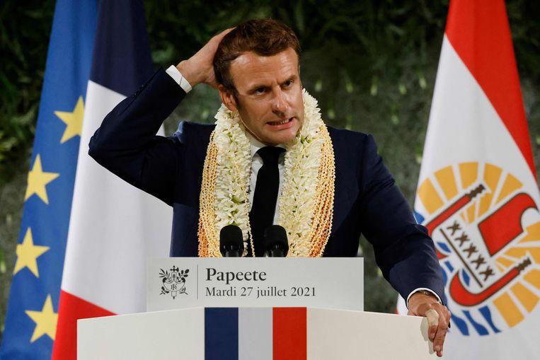 De Franse president Emmanuel Macron geeft een speech op de laatste dag van zijn bezoek aan Frans-Ploynesië.  Beeld Ludovic MARIN / AFP
