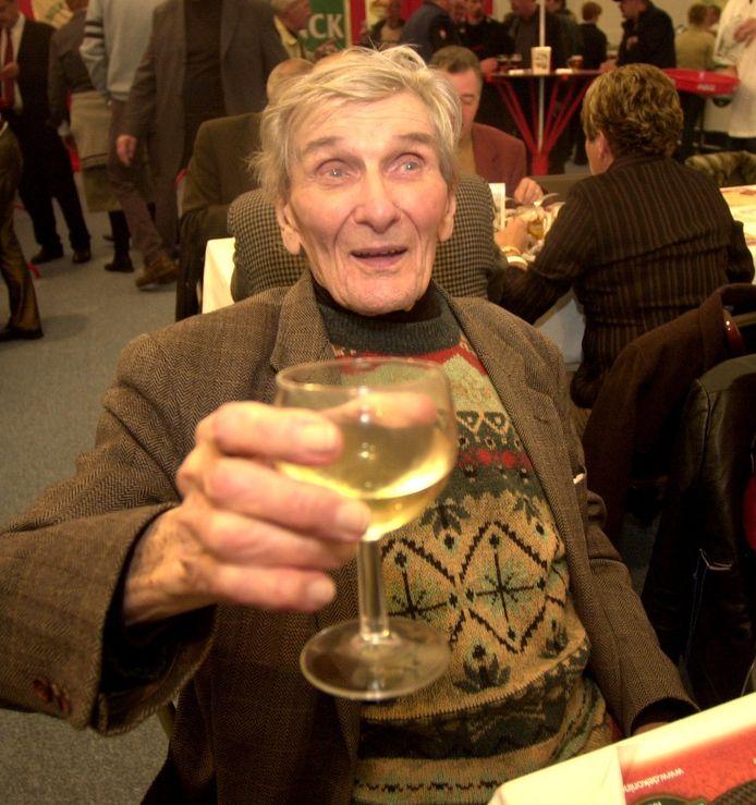 Theo Middelkamp in 2002. Hij overleed in 2005 op 91-jarige leeftijd.
