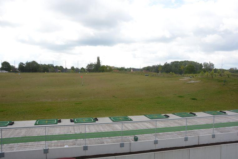 In een eerste fase werd al een driving range en een 6 holes parcours aangelegd.