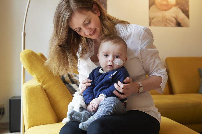 Lonneke Ramaker met haar zoon Quinn.