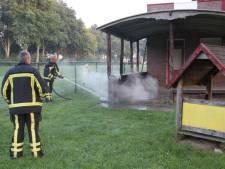 Brandweer Rijssen rukt uit voor brand aan Dennenlaan, vermoedelijk brandstichting