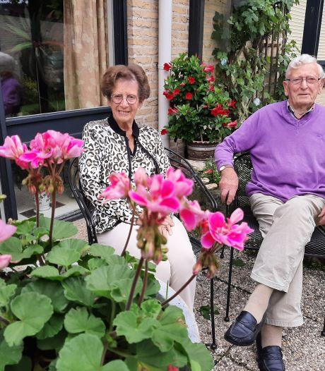 Echte Hellenoorner Gerhard (95) trouwde 65 jaar geleden met 'Diny van de ijsbaan' (91)