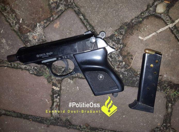 De 17-jarige had een vuurwapen op zak.