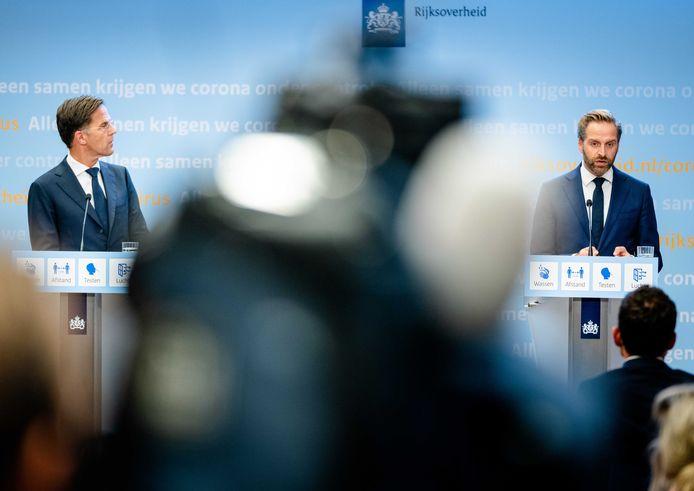 Demissionair premier Mark Rutte en demissionair minister Hugo de Jonge van Volksgezondheid.