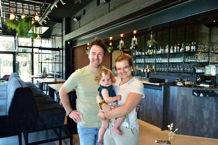 Laurence Kroeske en Karlin Kemper met dochter Mexy.