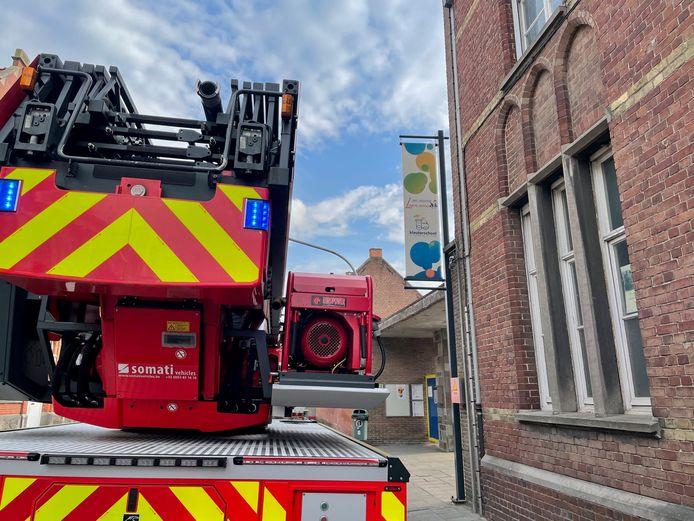 De brandweer aan kleuter- en lagere school Sint-Vincentius in Bissegem (Kortrijk).
