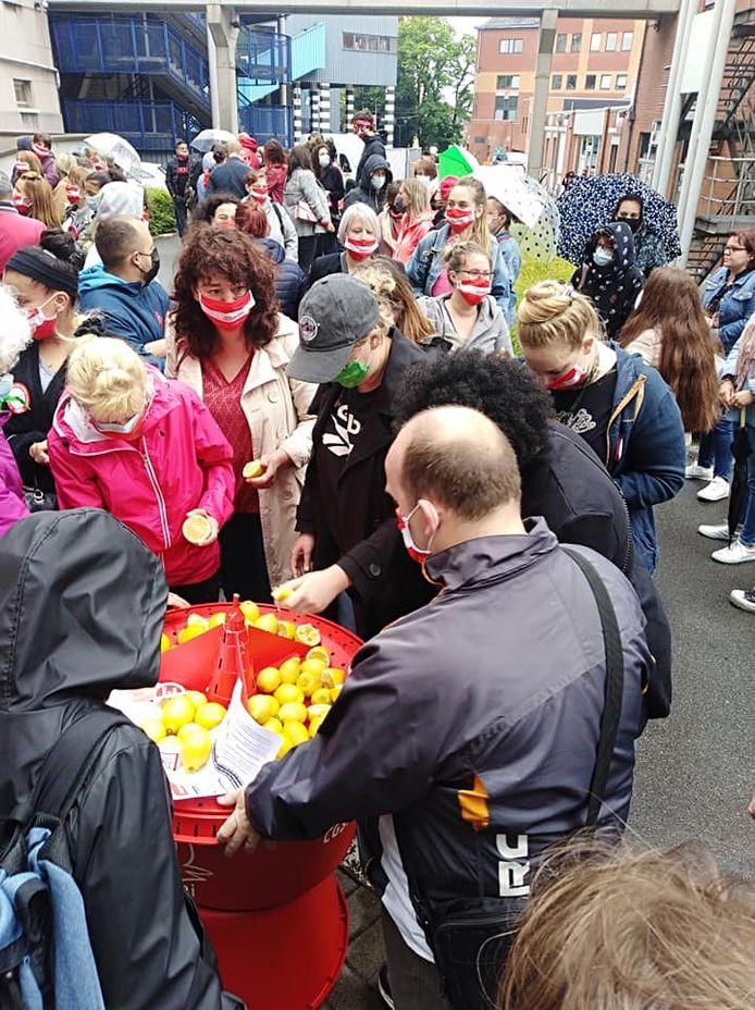 Les travailleurs du CPAS de Charleroi se sont croisés les bras ce mardi