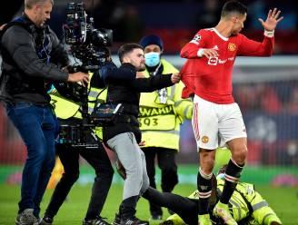 Ronaldo komt met schrik vrij nadat 'pitch invader' op hem afstormt, steward grijpt net op tijd in