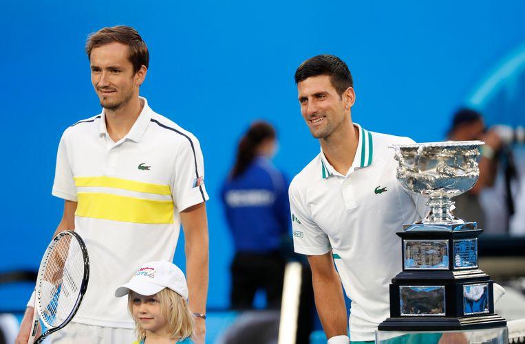 Daniil Medvedev en Novak Djokovic strijden om de eindoverwinning in de Australian Open.  Beeld REUTERS