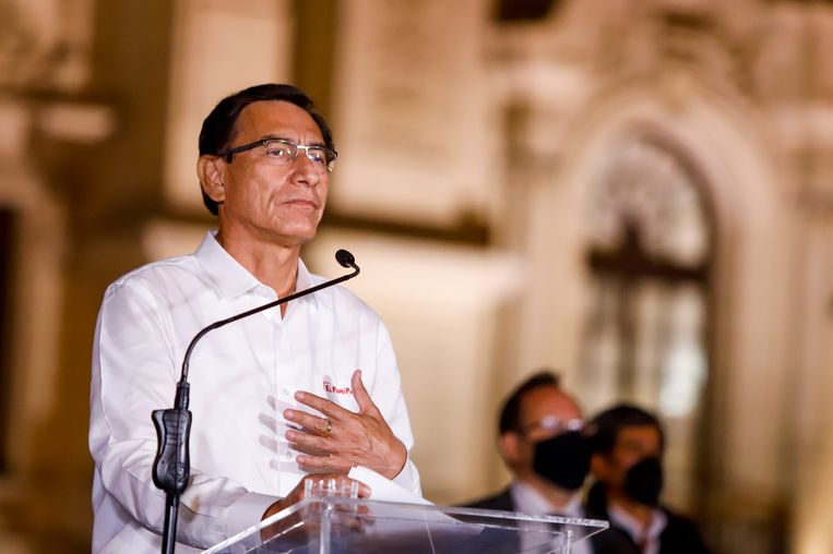 President Vizcarra spreekt in Lima de pers toe na zijn afzetting. Beeld CDG/PAC