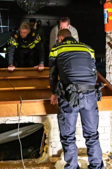 Niemand draait op voor de 500 wietplanten onder het podium van dorpshuis Krabbendijke