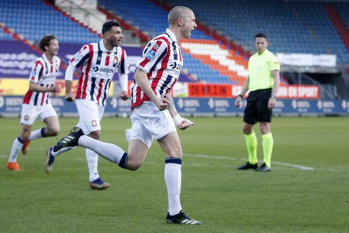 Sebastian Holmén viert zijn goal.