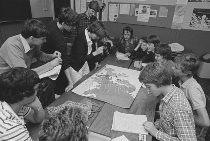 De Roosendaalse jeugd aan het quizzen in vroeger dagen.
