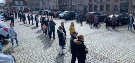Mensen brengen laatste groet aan omgebrachte Ichelle van de Velde, 'Ze zou het waarschijnlijk zo gewild hebben'