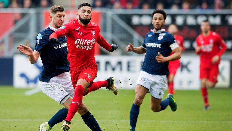 Adnane Tighadouini van FC Twente in duel met Frederik Holst van Sparta. Beeld anp
