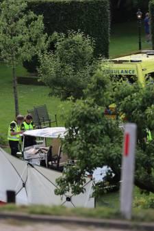 Dode en drie gewonden nadat tuktuk met familieleden van dijk afraakt: 'Wil je niet meemaken, verschrikkelijk'