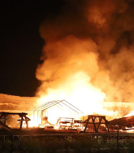 Felle brand verwoest waardevolle spullen De Streeckerij: Uithuilen...en pruimen plukken
