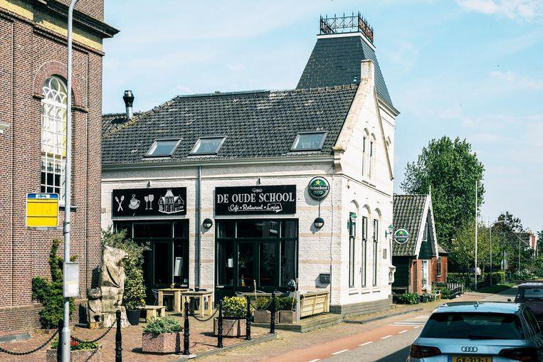 Eetcafé de Oude School in Warder. Beeld Marcel Wogram