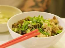 Indonesische chef laat zien hoe je zijn perfecte bamisoep maakt
