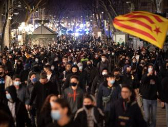 """Spaanse premier veroordeelt rellen Barcelona: """"Vandalisme en geweld zijn onaanvaardbaar"""""""
