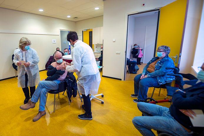 Eind februari startten huisartsen in Bergen op Zoom met de eerste vaccinatieronde voor 64- en 63-jarigen en mensen met een kwetsbare gezondheid.