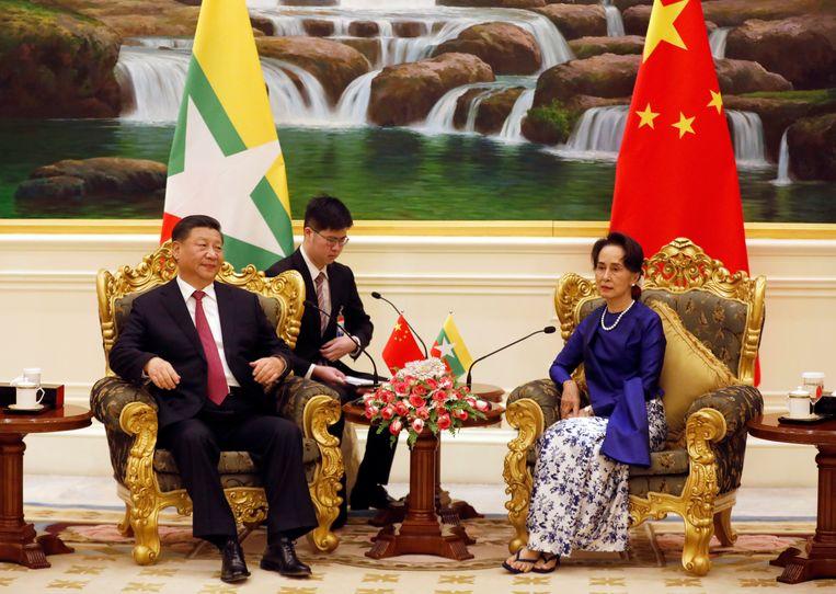 Xi Jinping en Suu Kyi tijdens het bezoek van de Chinese leider aan Myanmar vorig jaar. Beeld EPA