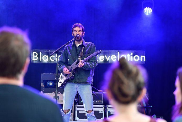 Jan Paternoster van Black Box Revelation kan eindelijk nog eens voor een publiek spelen.