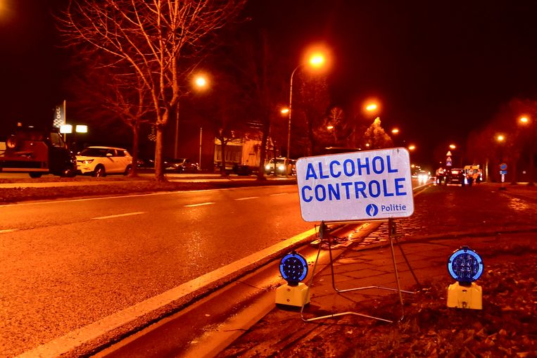 De vrouw, onder invloed van alcohol, merkte de controlepost (zoals hier op een archieffoto) naar eigen zeggen te laat op.