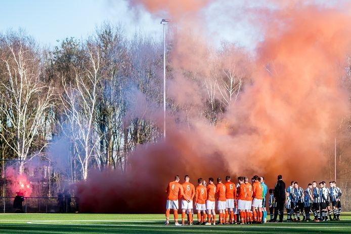 Oosterhout (zwart-wit) en Irene'58 (oranje) zijn veroordeeld tot zondag 3B in West II in plaats van Zuid I.