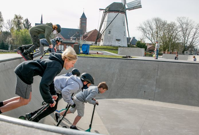 Op het skatepark aan de Witte Molen in Sint-Niklaas: mooi weer bolt beter.