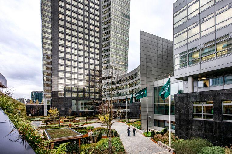Het hoofdkantoor van ABN Amro aan de Zuid as in Amsterdam.  Beeld Raymond Rutting / de Volkskrant