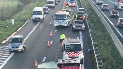 Eén gewonde bij kettingbotsing met zeven voertuigen op E403
