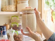 Niet alleen zeep, ook rijst en gedroogde bonen vliegen de winkels uit
