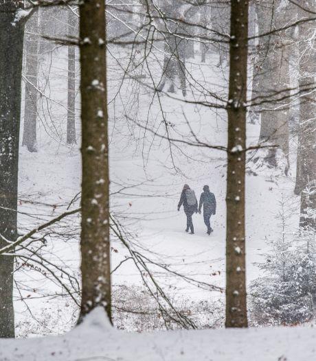 Posbank gaat dicht als sneeuw verkeer in gevaar brengt