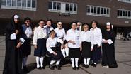 Oud-leerlingen verschijnen in uniform op reünie