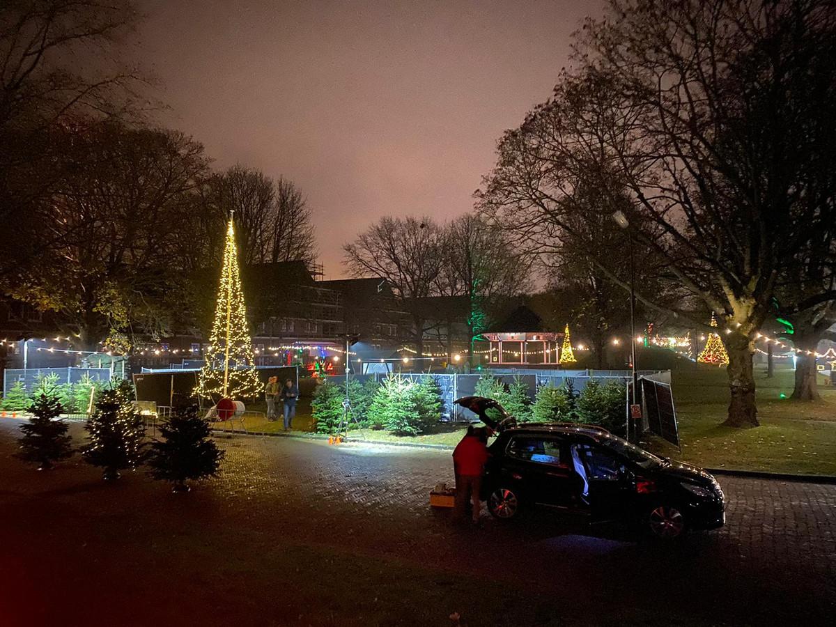 Coronaproof én gezellig een kerstboom halen tijdens 'Piek-Up' op Fort Isabella in Vught.