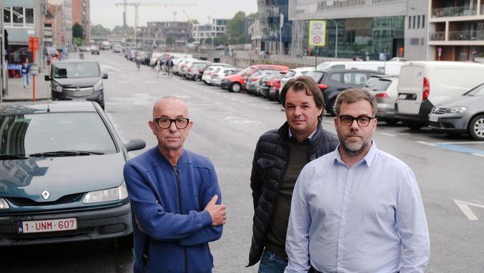 Goed tien dagen geleden was er nog protest tegen de tijdsbeperking, zoals van handelaars Yves Vuylsteke, Hein Casier en Thimothy Vuylsteke in de Leiestraat. De handelaars krijgen nu alsnog gelijk.