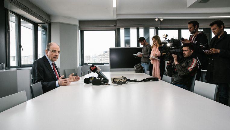 Minister Koen Geens zat gisteren voor de tiende keer samen met de cipiersvakbonden om het aanslepende sociale conflict van de baan te krijgen. Beeld © wouter van vooren
