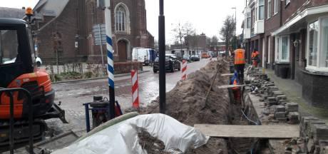 Werk aan waterleiding houdt verkeer in Moergestel anderhalve week op: Kerkstraat en Schoolstraat op slot