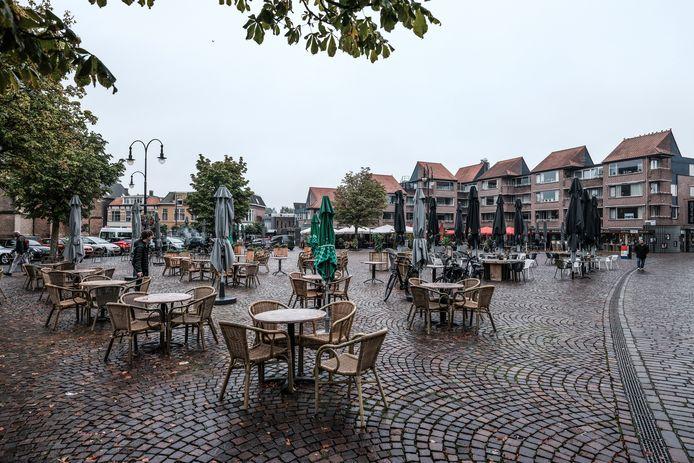 Lege terrassen op de Markt in Winterswijk.