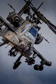 Apaches oefenen boven Voorne-Putten