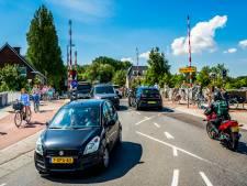 'Gevaarlijke' Irenebrug wordt veiliger: kinderen moeten soms drie keer oversteken