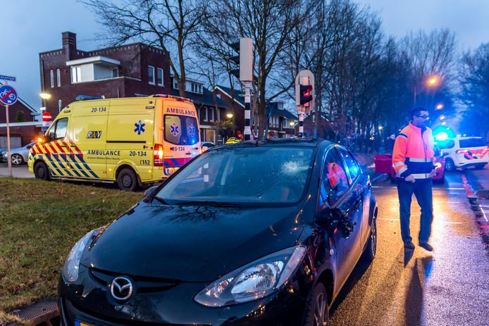 Fietser geschept door auto in Oosterhout.