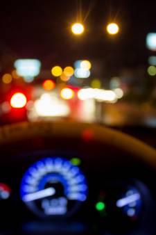 Dronken chauffeur met zwalkende bus vol passagiers van A1 gehaald