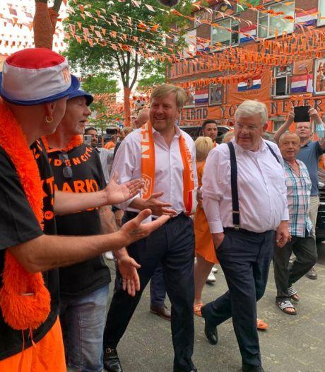 Koning ging op in de mensenmassa op de Marktweg: 'Je ziet dat hij geniet'