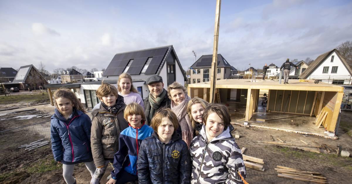 Corona, 7 kinderen thuis en toch een huis bouwen? Dit gezin uit Almelo durft het - Tubantia