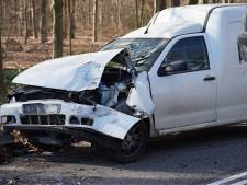 Flinke schade door ongeluk tussen twee auto's in Rijen