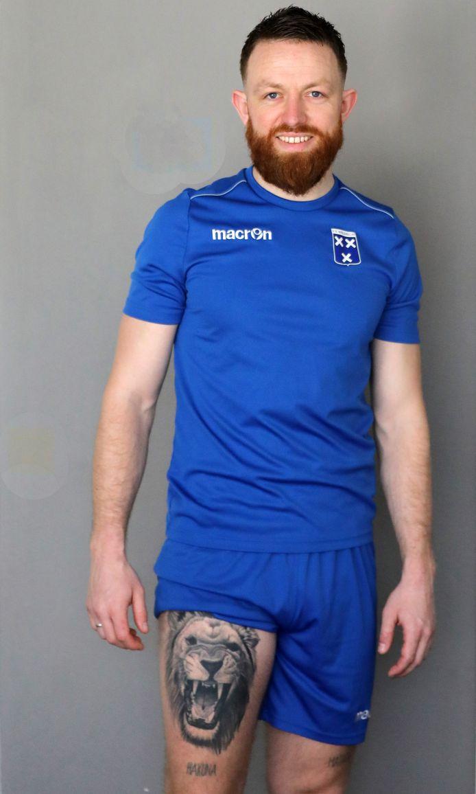 Wieldrecht-voetballer Aron de Keijzer is trots op zijn leeuwenkop.