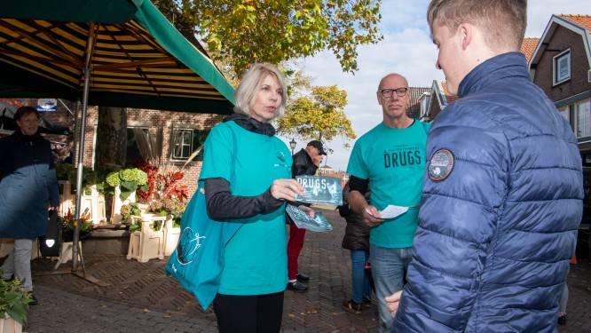 Amsterdammers flyeren in Spakenburg tegen lachgas: 'Ik heb Spakenburg gegoogled en zag wat incidenten'